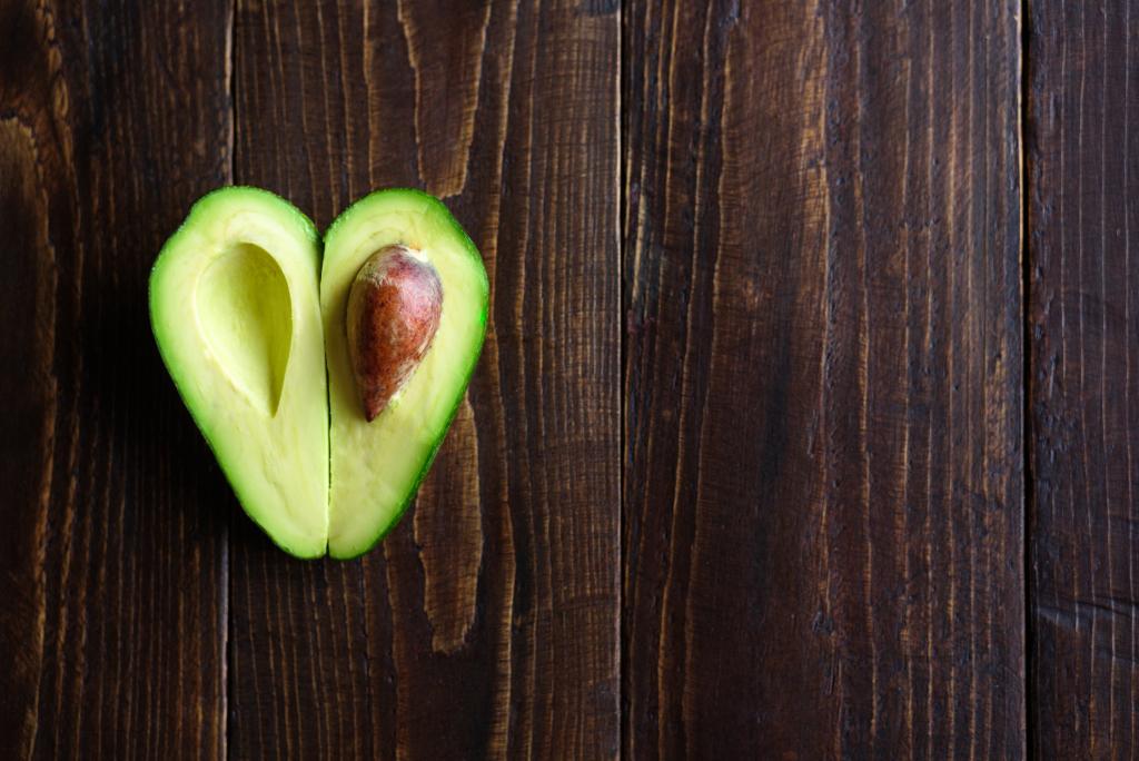 Avocado in zwei Hälften