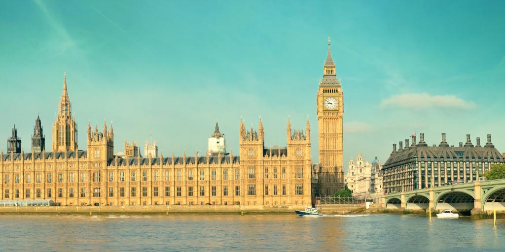 Big Ben und House of Parliament in London über der Themse