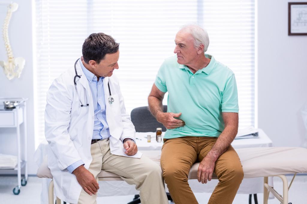 Mann beim Arzt