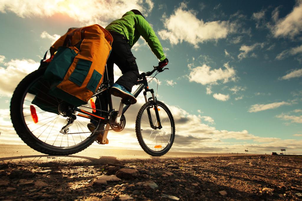 Fahrradfahrer mit Gepäck