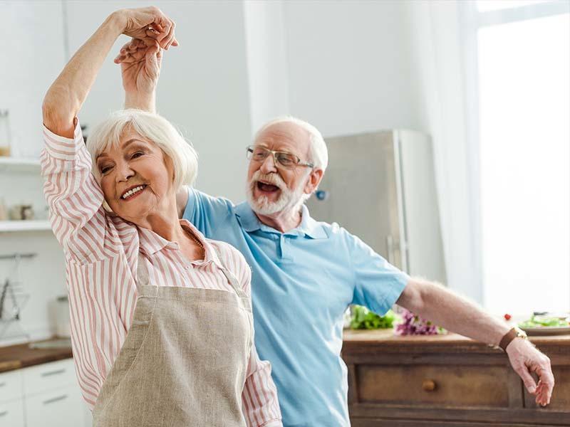 Älteres Paar beim Tanzen
