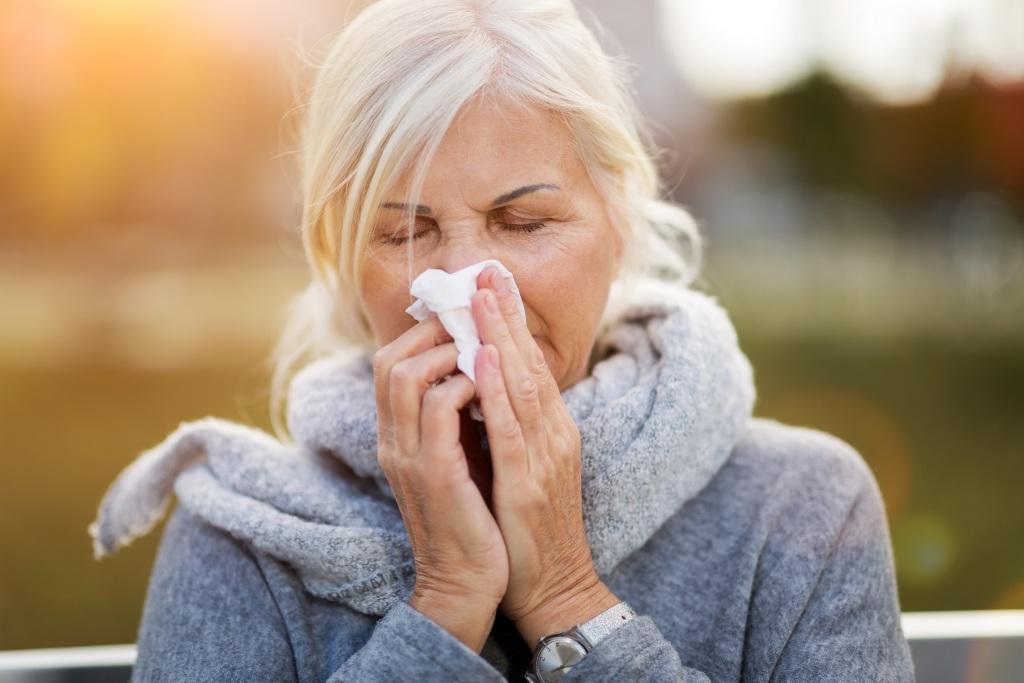 Frau leidet unter Grippe