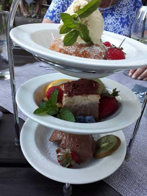 Dreierlei aus der Zuckerküche  Schokomousse, Apfelkücher´l, Tiramisu
