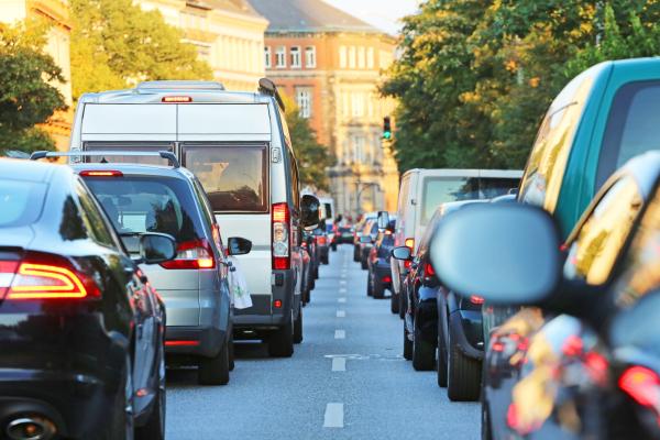 Stau auf einer deutschen Straße