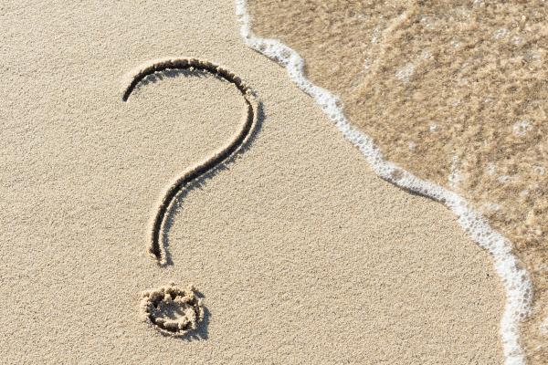 Fragezeichen im Sand