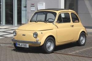 Bild eines hellgelben Fiat Nuova 500