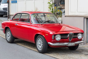 Bild eines roten Alfa Romeo Giulias