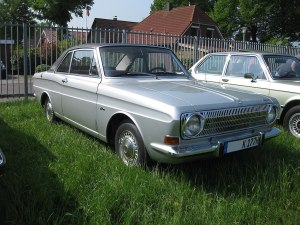Silberfarbener Ford Taumus 12M Coupe