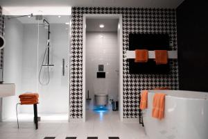 Geberit-Dusch WC in Hotel-Badezimmer