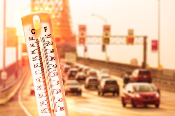 Fieberthermometer vor überhitzten Autos