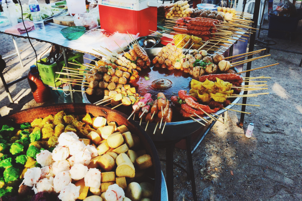 Essen auf einem thailändischen Markt