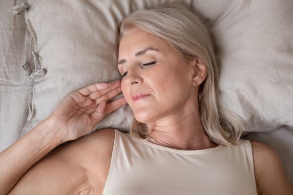 Schlafende Dame im Bett