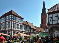 Wochenmarkt mit St. Martin